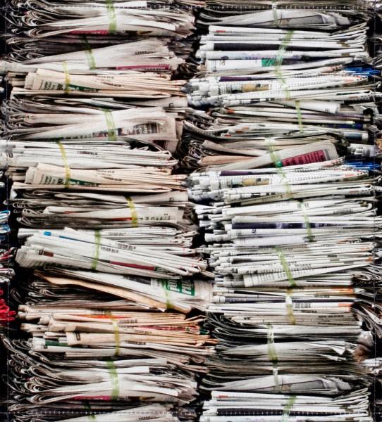 Deckel M - Zeitungsstapel